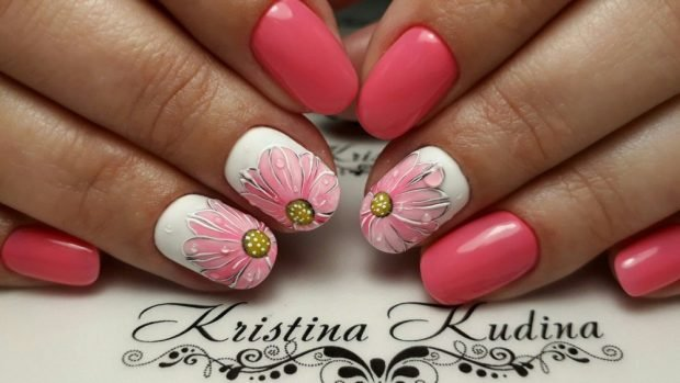 маникюр розовый с рисунком цветы