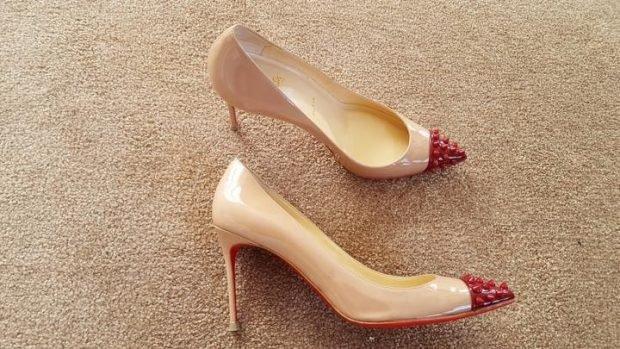 лабутены бежевые носок красный с шипами
