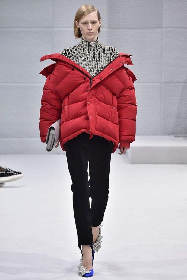 красная куртка широкого покроя