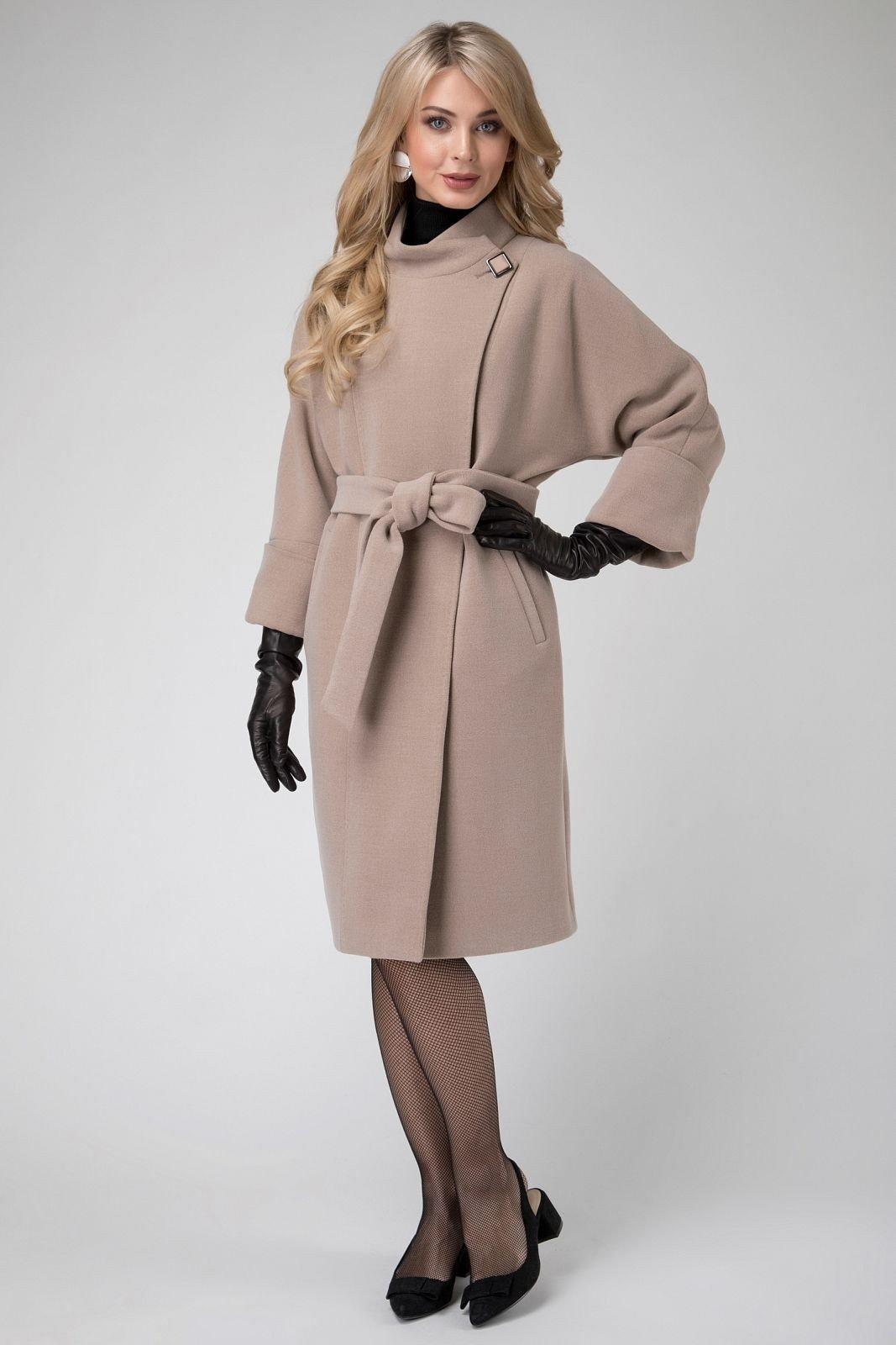 приталенное пальто бледно-бежевого цвета