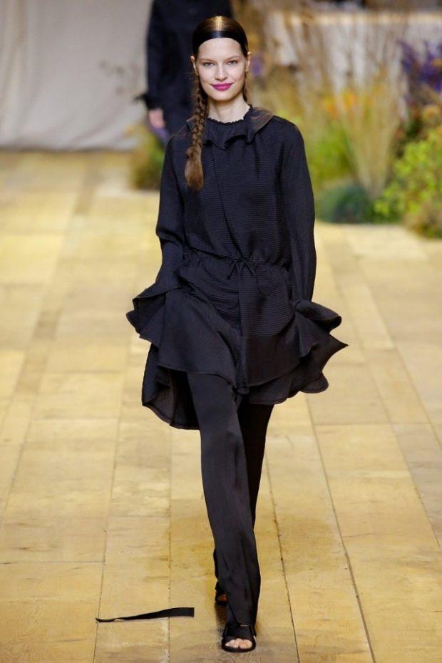 черное платье с ремнем