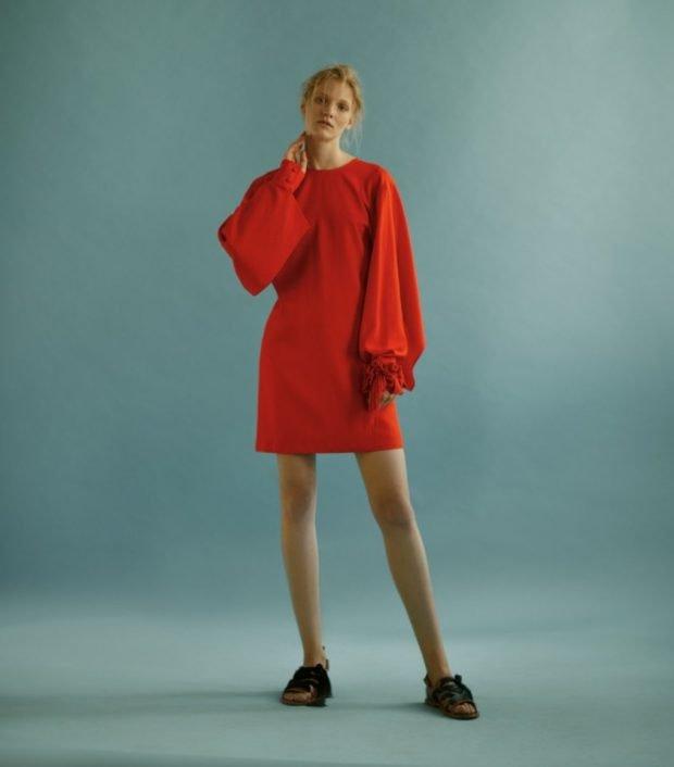 красное платье короткое рукав-колокол