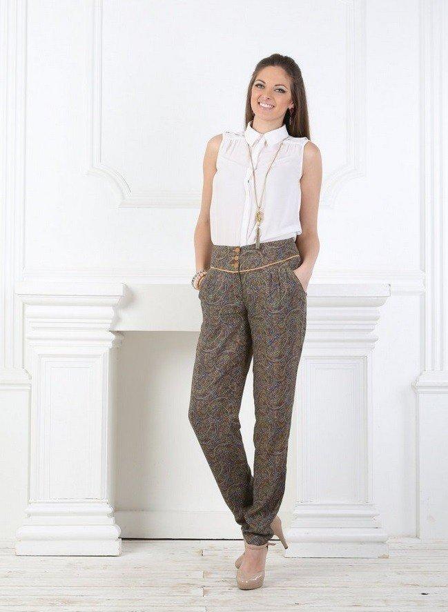 серые штаны с высокой талией под блузку белую без рукава