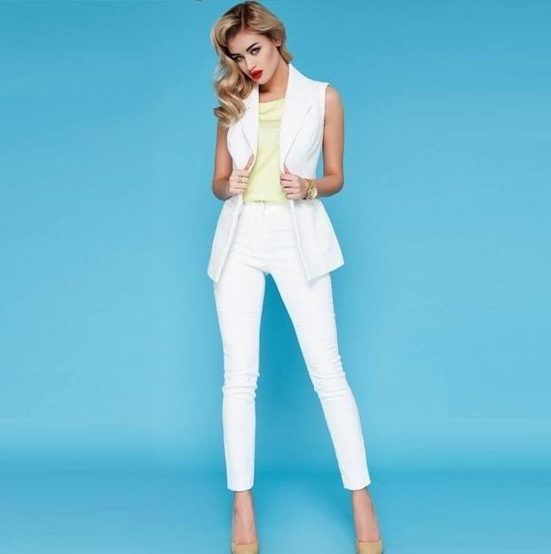 белые короткие штаны под жакет белый без рукава