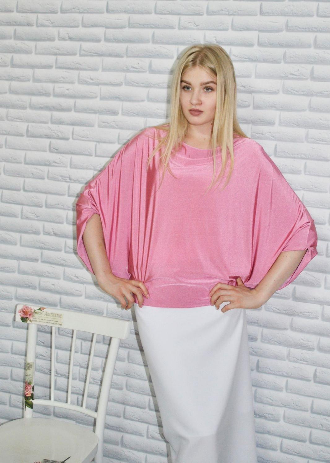 Розовая блузка рукава-летучая мышь