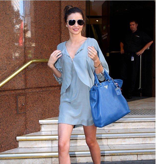 легкое голубое платье под накидку в тон