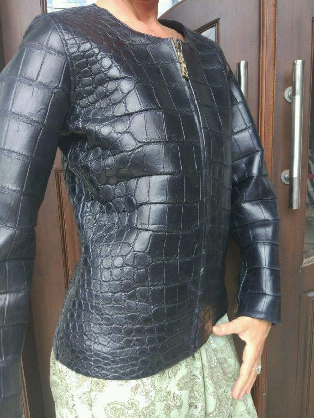 черная кожаная куртка крокодил
