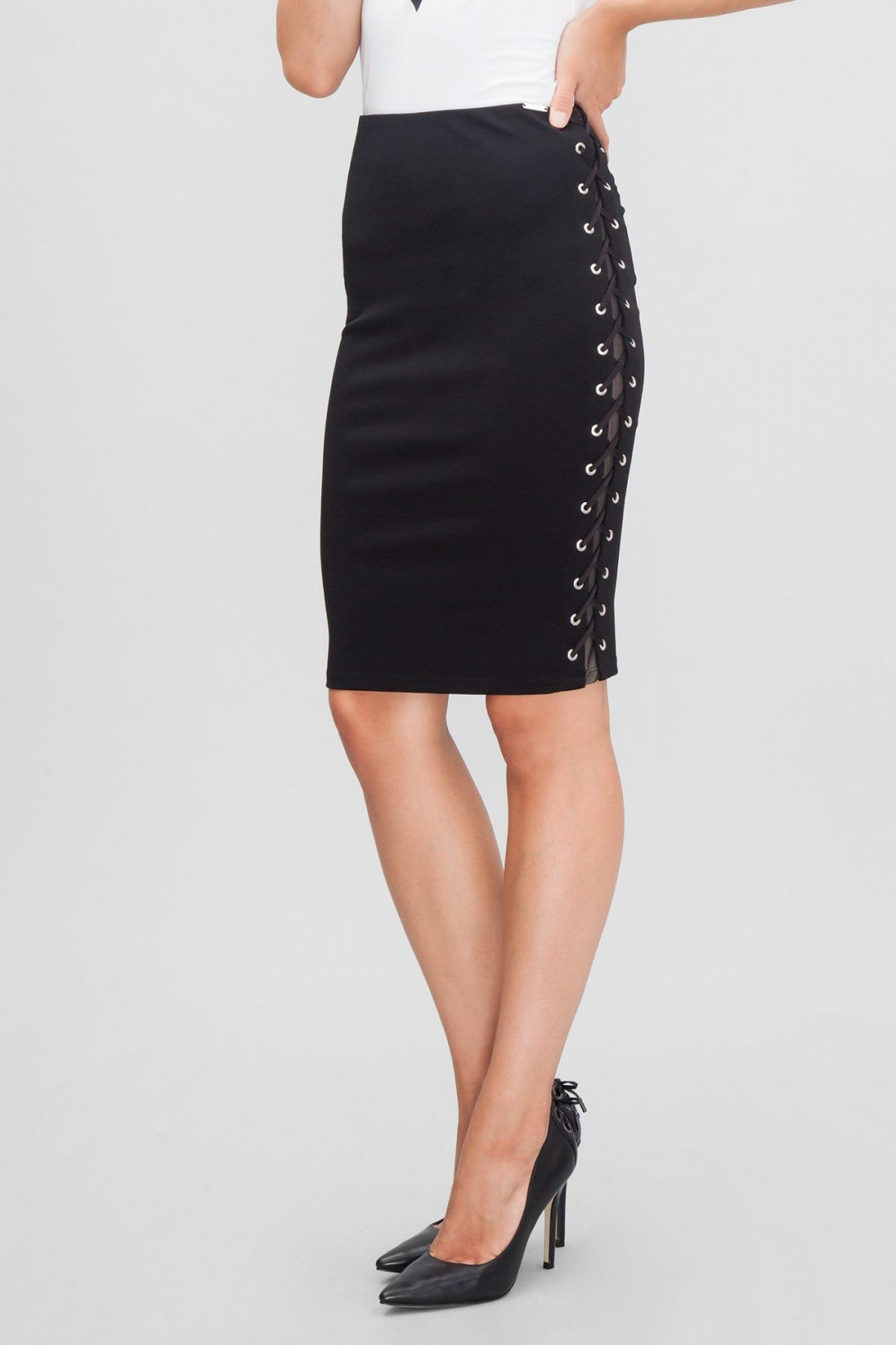 юбка черная по колено со шнуровкой