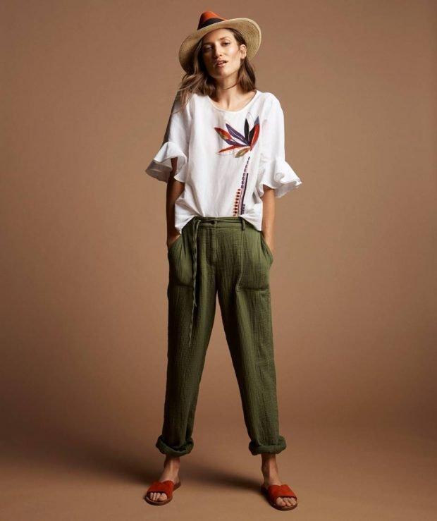 широкие зеленые штаны под блузку рукава с воланами