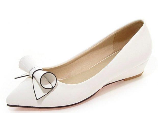женская обувь лето 2020: балетки белые с бантиком