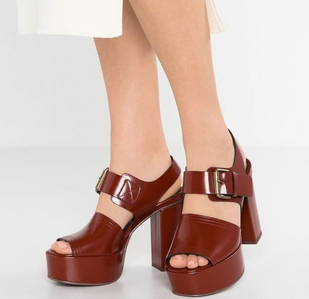 женская обувь весна лето 2020: коричневые босоножки на толстом каблуке