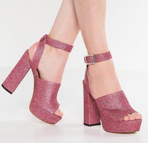 розовые босоножки на толстом каблуке с застежкой
