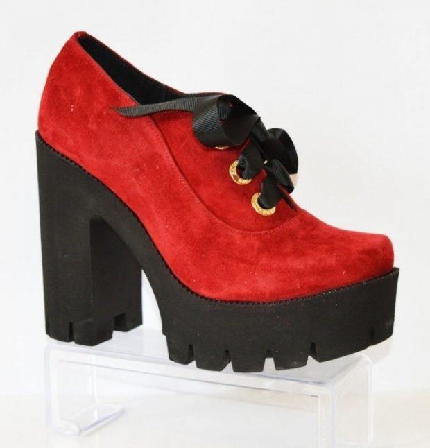 ботильоны красные на черной толстой подошве с каблуком