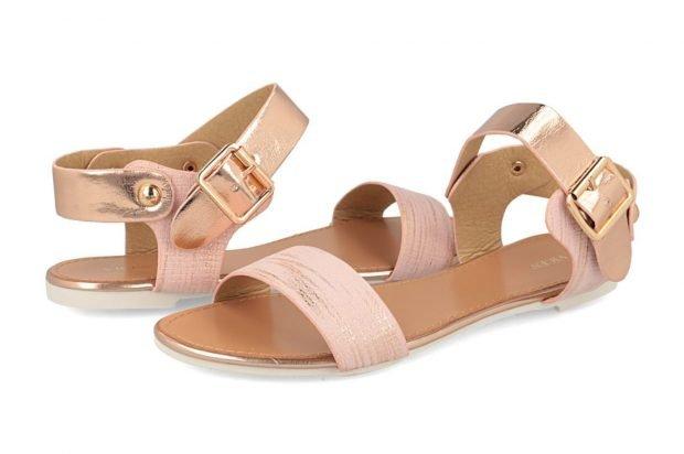 сандалии светло-розовые с застежкой