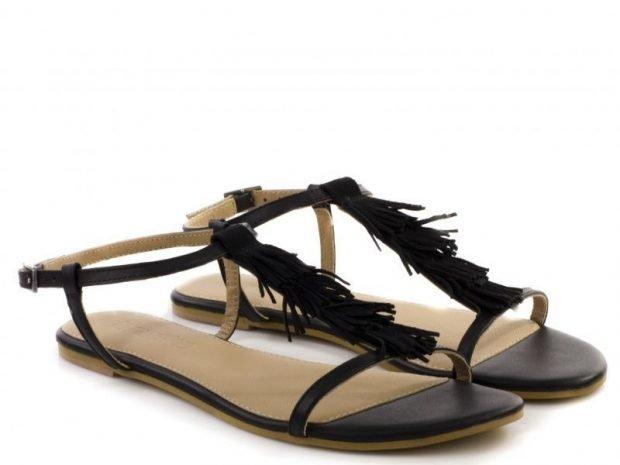 сандалии черные с бахромой