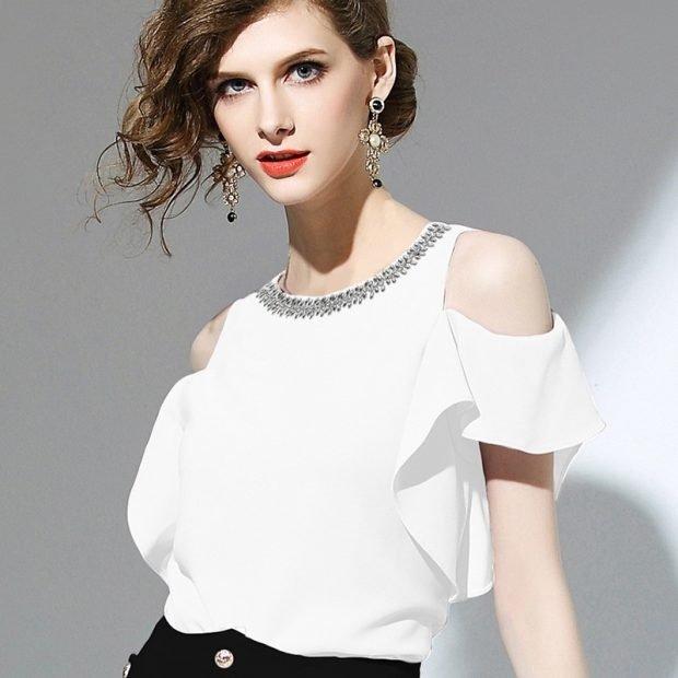 блузка с коротким рукавом открытые плечи воротник украшен
