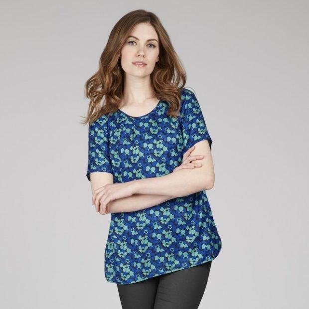 блузка с коротким рукавом голубая в принт легкая летняя