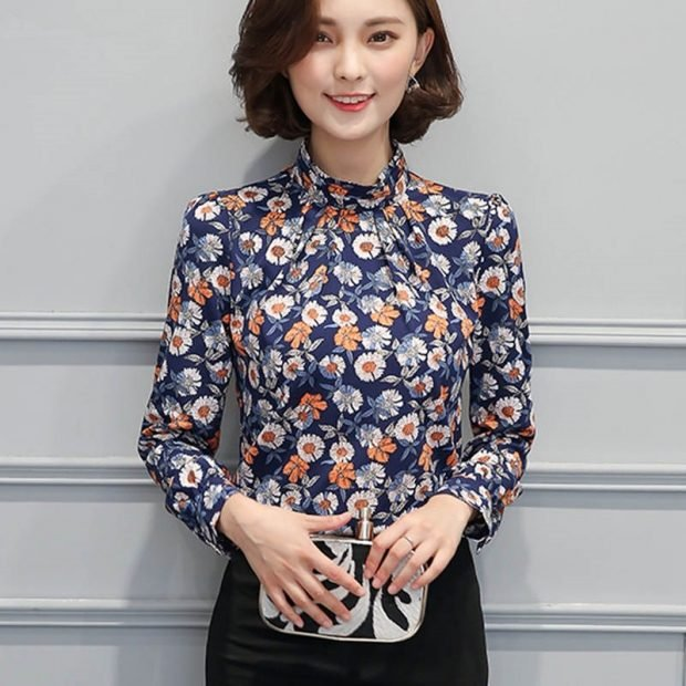 блузка с длинным рукавом атласная синяя в цветы