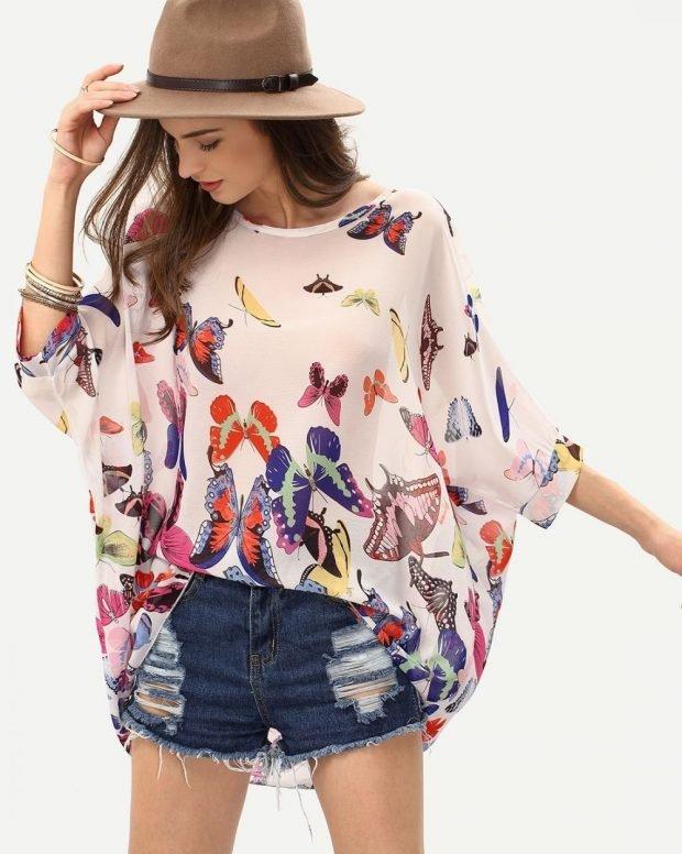 Блузка свободного кроя белая в бабочки