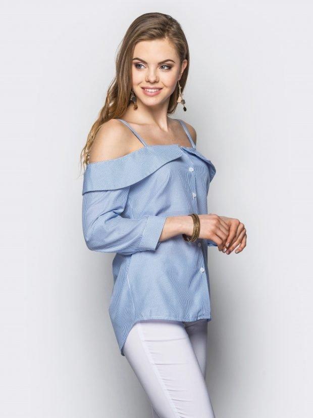 Блузка с открытыми плечами голубая в полоску