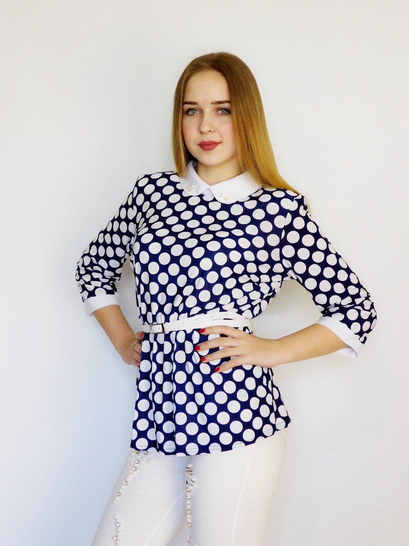 блузка синяя в горох белый под пояс