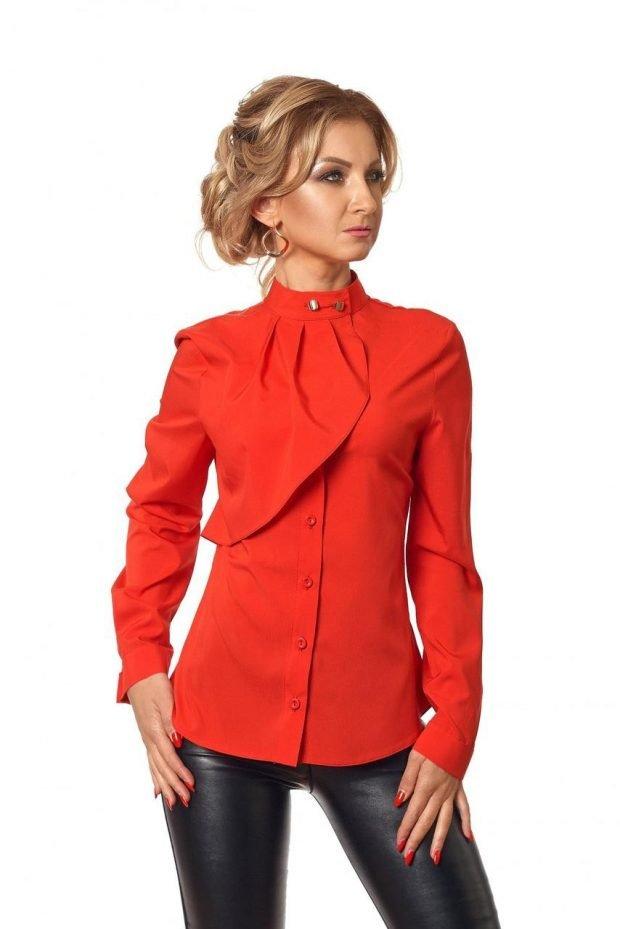 блузка с жабо красная