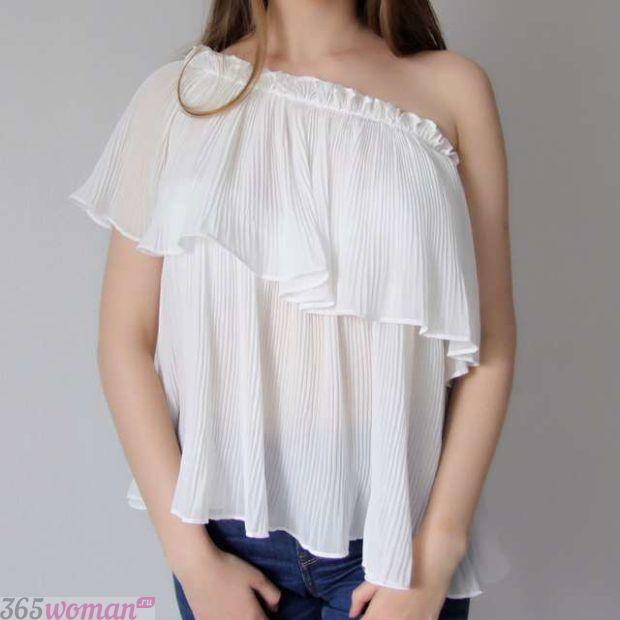 блузка с рюшками белая открытое плечо