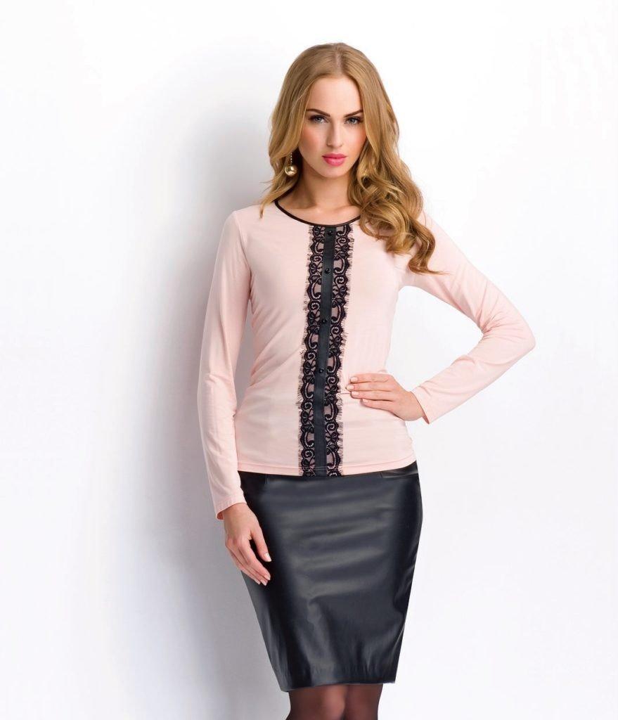 блузка трикотажная розовая с черной ажурной вставкой