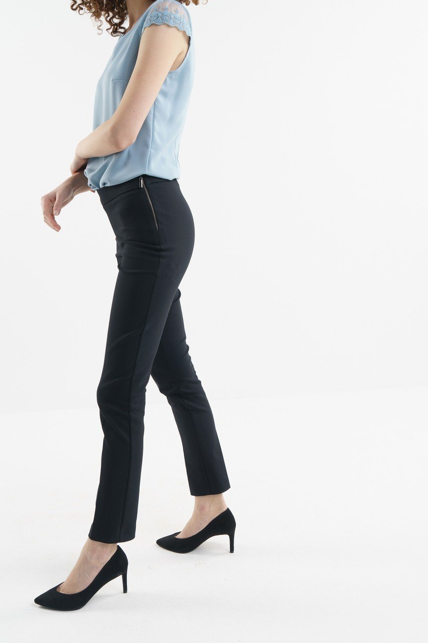 брюки зауженные черные