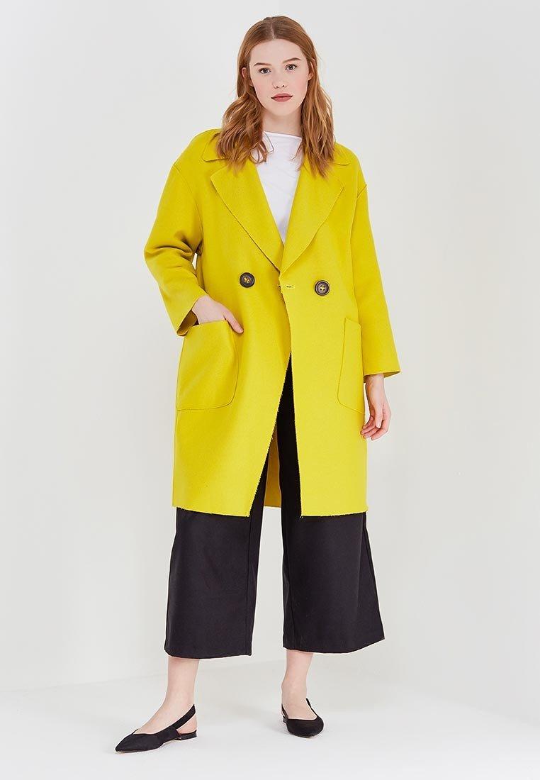 яркое желтое пальто