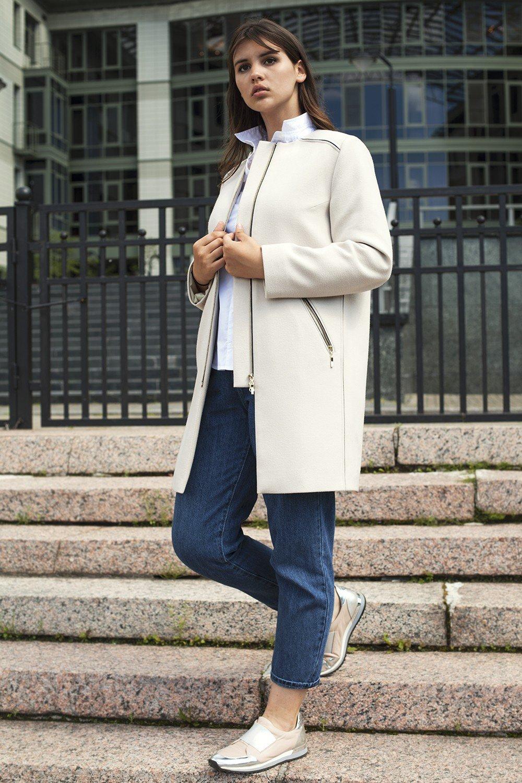 пальто белое на змейке