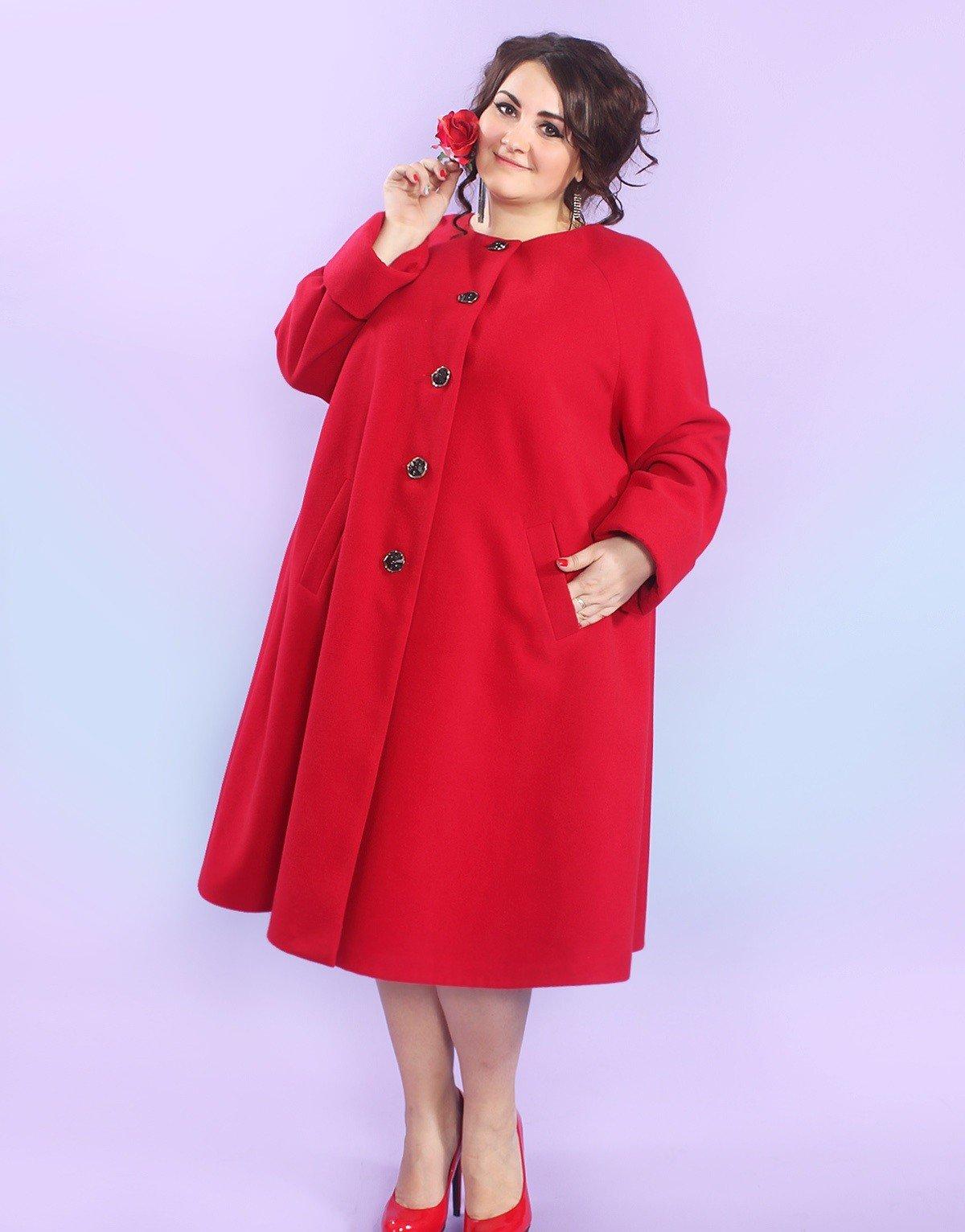 пальто для полных красное
