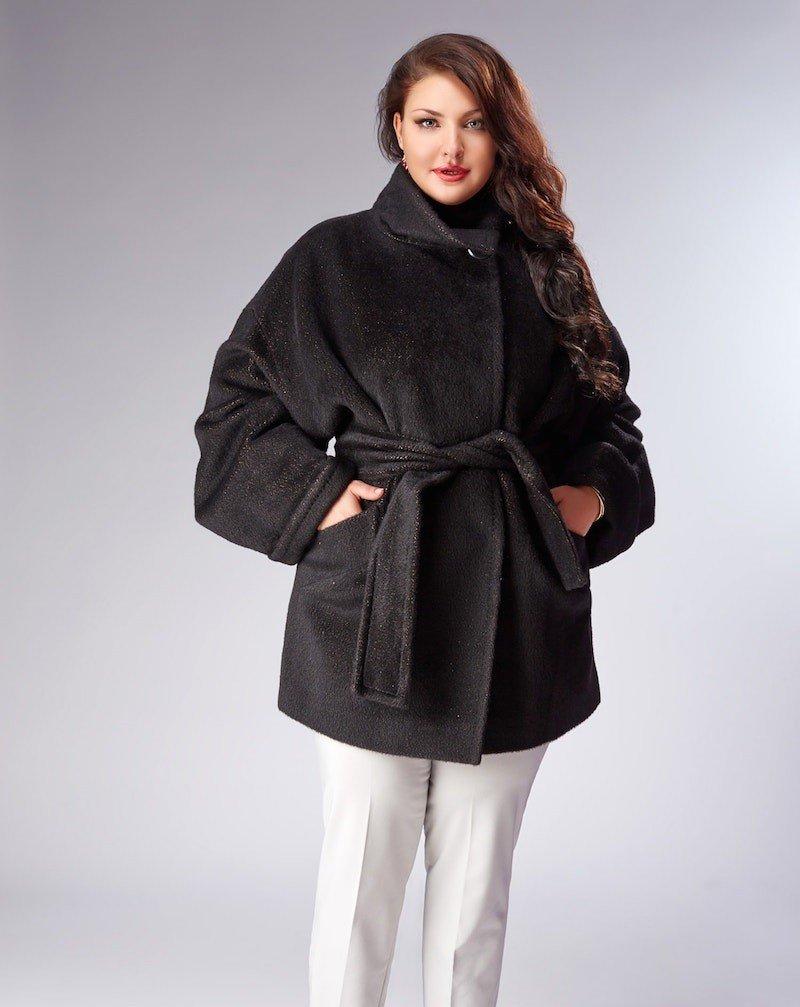 пальто для полных черное короткое под пояс