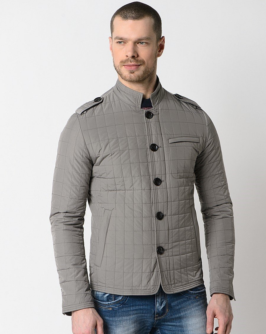 серая короткая куртка на синтепоне