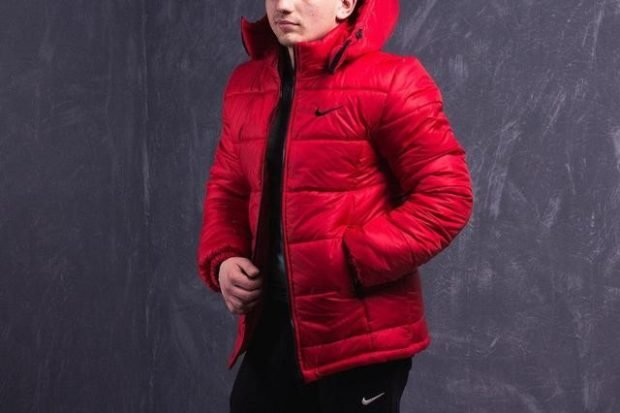 красная спортивная куртка на синтепоне