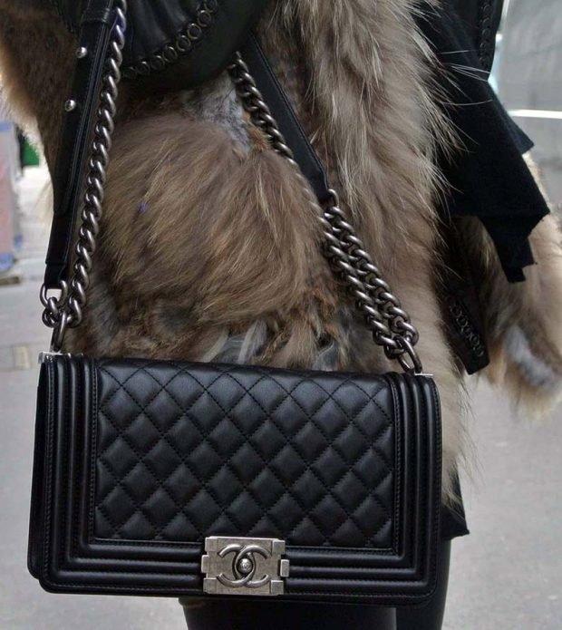 сумка стеганая черна с цепочкой