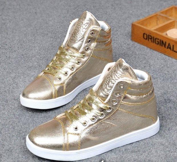 золотые блестящие сникерсы