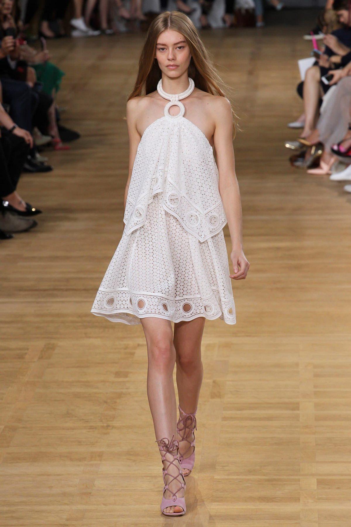 короткое платье с воланами