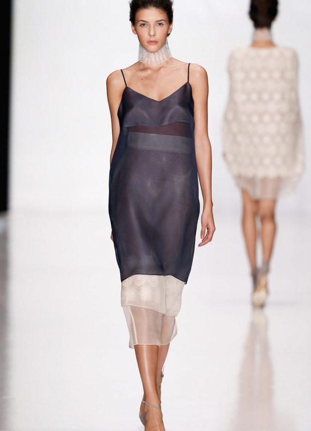 серое платье в бельевом стиле