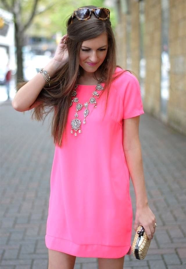 розовое платье рукав короткий