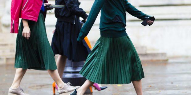 плиссированная юбка зеленая по колено
