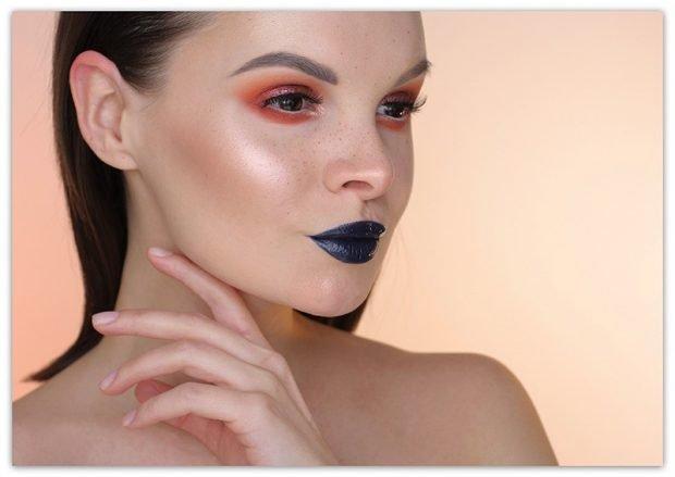 Модный макияж весна лето 2020: красные тени синие губы румяна золотые