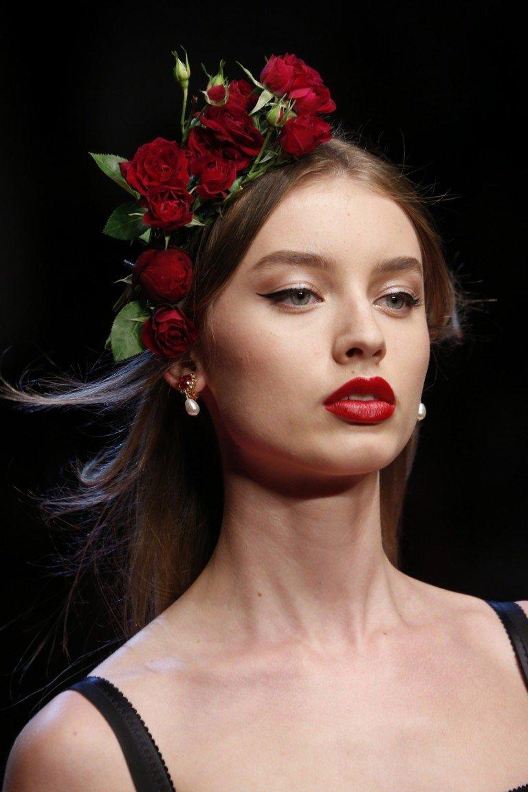 макияж с акцентом на красные губы