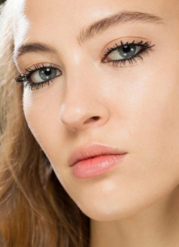 макияж весна лето 2021: натуральный с акцентом на ресницы