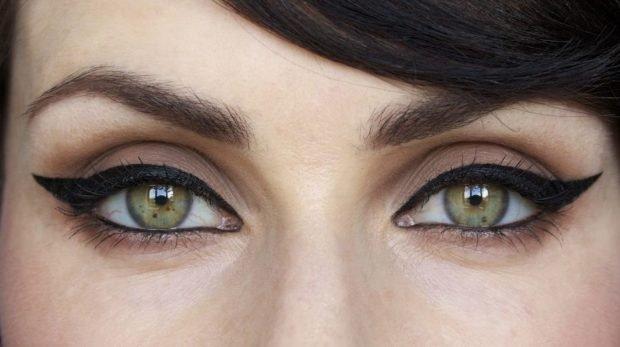 макияж на весну лето: массивные стрелки черные