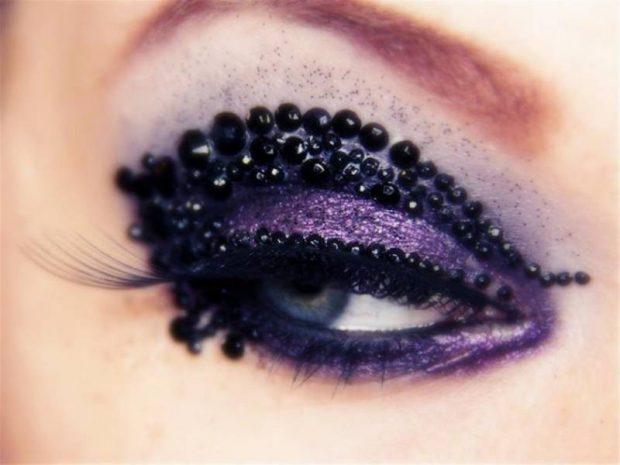 темно-фиолетовые тени украшенные стразами