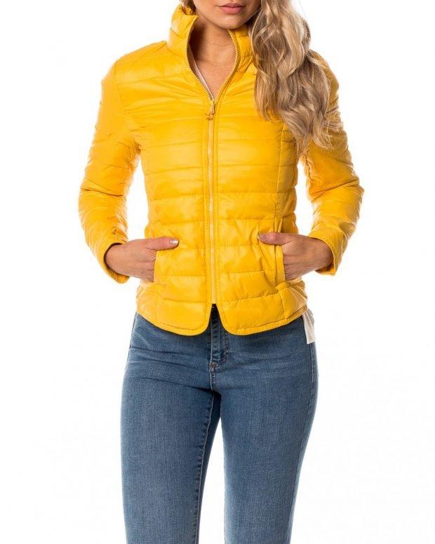 куртка желтая короткая стеганая