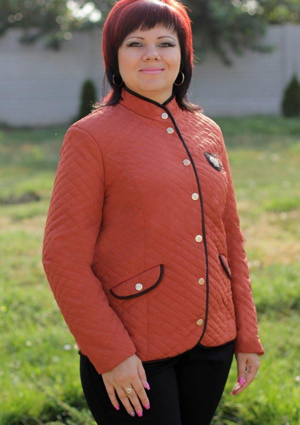 куртка коротка коричневая с накладными карманами