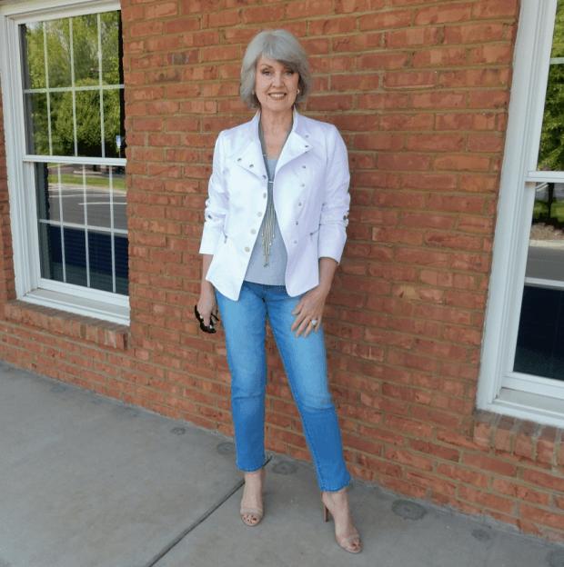 белая куртка короткая