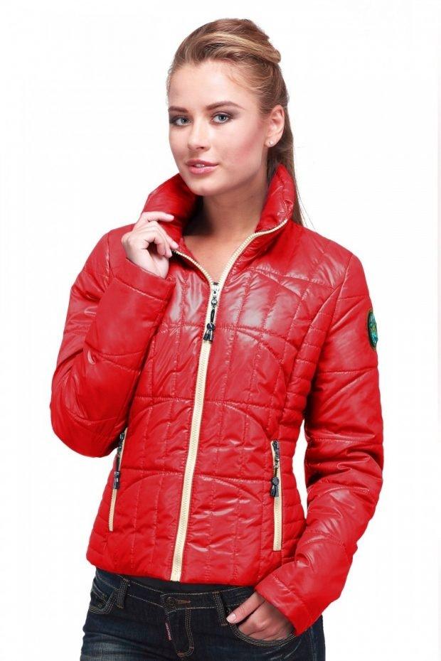 молодежная куртка красная короткая